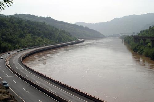 于金鸡桥进入大理云龙,在功果桥汇入滚滚奔流的澜沧江,穿越了中南半岛